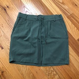 Front tie, elastic waste skirt
